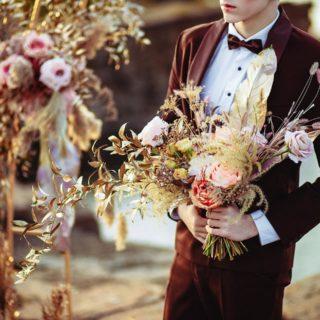 [Nouvel article blog]   🌸Les fleurs séchées🌸  Les fleurs séchées c'est l'intemporalité qui s'invite le temps de votre mariage. Fini les fleurs de saison, fraîches et fragiles, place au renouveau ! 🌼  RENDEZ-VOUS SUR : www.blog.un-bel-evenement.com  Nous vous donnons 5 idées déco inédites pour un mariage tout en douceur !   #fleurssechees #blogmariage #leblogunbelevenement #mariagedurable #mariageenvue #mariage2021
