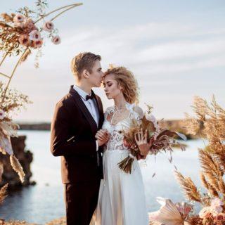 [Nouvel article blog]   🌸Les fleurs séchées🌸  Les fleurs séchées c'est l'intemporalité qui s'invite le temps de votre mariage. Fini les fleurs de saison, fraîches et fragiles, place au renouveau ! 🌼  RENDEZ-VOUS SUR : www.blog.un-bel-evenement.com  Nous vous donnons 5 idées déco inédites pour un mariage tout en douceur !   #fleurssechees #blogmariage #leblogunbelevenement #mariagedurable #mariageenvue #mariage2021 #unbelevenement