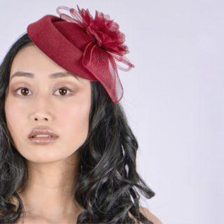 C'est avec une immense joie que nous vous dévoilons notre nouvelle gamme de produits Un Bel Événement LES BIBIS.  Le shooting photo s'est réalisé sur le @vignoblecassin , en partenariat avec l'école de maquillage MET et Enzo Tinsamui.  Retrouvez nos nouveaux bibis et accessoires cheveux sur notre site internet (lien dans la bio)   💄 @metmakeupschool @kmy_glam  💇🏻♀️ @thepurplemarg  📷 @_zomboi  👩🏻 @janelletlsmakeup   #chapeau #chapeaufemme #accessoires#mariage2022  #newcollection#hat#bibi#vintagestyle#weddingaccessories#weddinghairstyle #chapeaumariage #fascinators #mariage2k21
