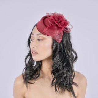 C'est avec une immense joie que nous vous dévoilons notre nouvelle gamme de produits Un Bel Événement LES BIBIS.  Le shooting photo s'est réalisé sur le @vignoblecassin , en partenariat avec l'école de maquillage MET et Enzo Tinsamui.  Retrouvez nos nouveaux bibis et accessoires cheveux sur notre site internet (lien dans la bio)   💄 @metmakeupschool @kmy_glam  💇🏻♀️ @thepurplemarg  📷 @_zomboi  👩🏻 @janelletlsmakeup   #chapeau  #chapeaufemme  #accessoires  #mariage2022  #newcollection  #hat  #bibi  #vintagestyle  #weddingaccessories  #weddinghairstyle #chapeaumariage #fascinators