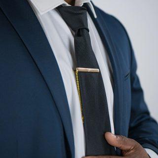 Nouvelle collection pour les costumes de mariés, témoins et invités !  Boutons de manchette, pinces à cravate, nœuds papillon ... de nombreux accessoires pour compléter son look le jour du mariage !   Retrouvez vite la collection complète sur notre boutique en ligne    ➡️ Lien de la boutique Un Bel Événement dans notre bio !    #costume#cravate#accessoiremariage #newcollection #noeudpapillon#pinceacravate #boutondemanchette #lookoftheday #lookmariage #accessoirecostume #unbelevenement